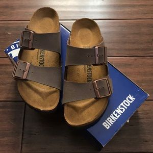 •• NWB!! •• Arizona Birkenstock Sandals